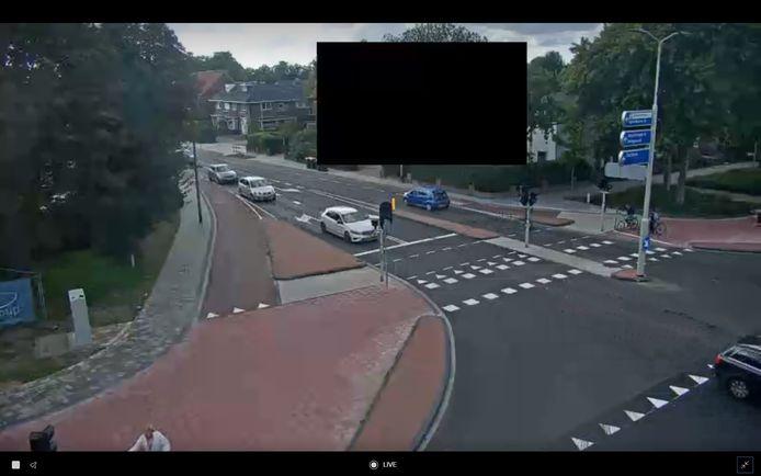 Aan de Brinkgreverweg heeft een bewoner zijn woning laten blurren. Beeld vanaf de kruising Van Oldenielstraat, Raalterweg, Brinkgreverweg en Henri Dunantlaan.