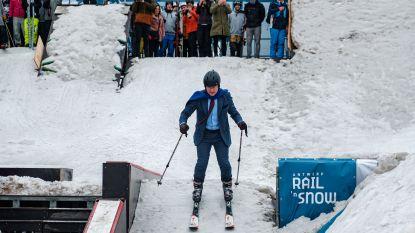 Bart De Wever opent skikampioenschap in Antwerpen: kijk hoe hij in maatpak schans uittest