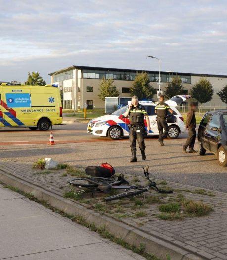 Fietsster geschept door auto in Raalte