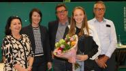Schermster Axelle Wasiak krijgt trofee voor beloftevolle sporter