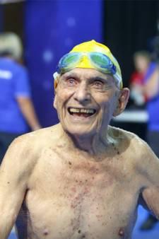 100-jarige man breekt wereldrecord 50 meter vrije slag voor eeuwelingen
