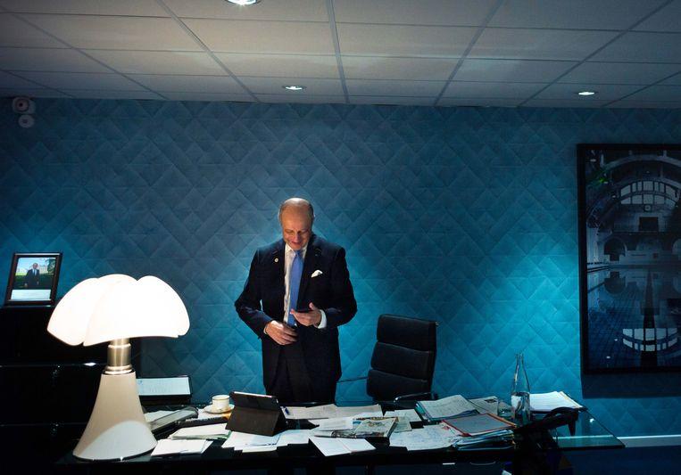 Hoofdonderhandelaar Fabius maakt zich op voor de laatste dag van de klimaattop. Beeld afp