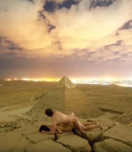 Twee arrestaties na illegale naaktfoto op piramide in Egypte