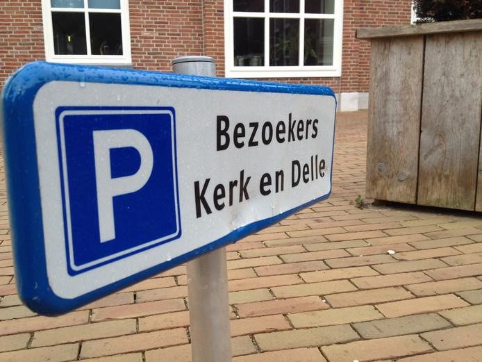 Bewoners van Brokelman tegenover de kerk en De Delle zijn niet gelukkig met de beperking van de parkeermogelijkheden.