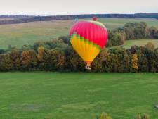 Poser avec les producteurs locaux pour remporter un vol en montgolfière