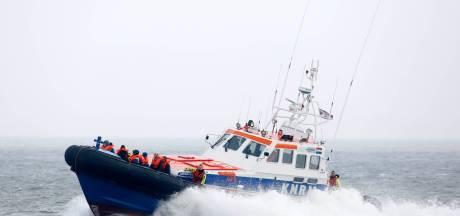 KNRM Breskens schiet te hulp bij vastgelopen motorjacht