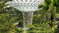 Architecturale parel met waterval van 40 meter wordt nieuwe luchthaven van Singapore