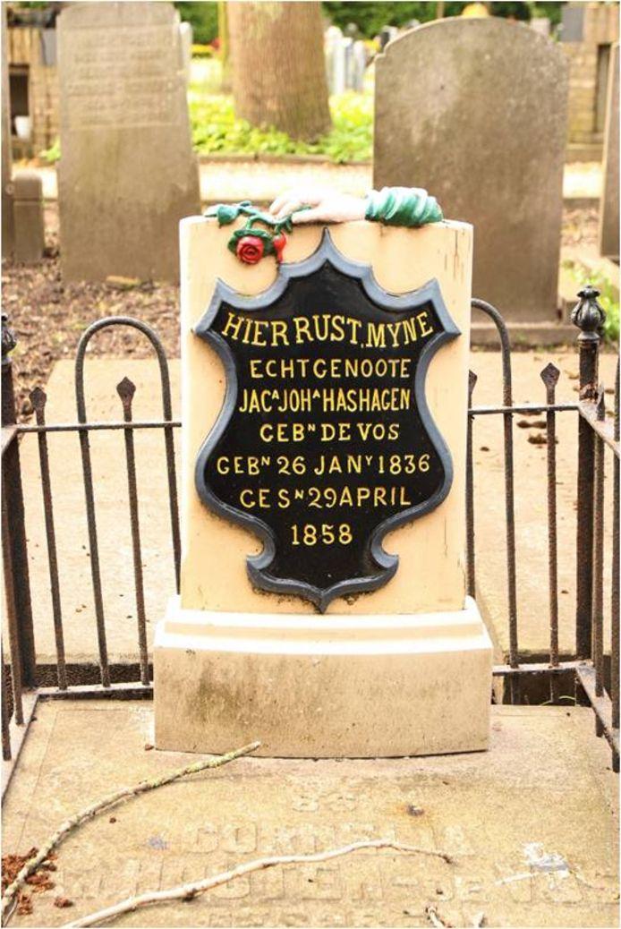 Dit houten grafmonument op de begraafplaats in Zierikzee is uniek in Nederland.