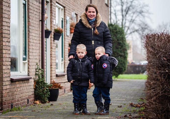 Cindy van Leeuwen uit Ridderkerk moet met haar gezin binnen vijf jaar verhuizen.