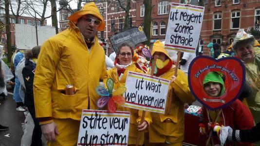 Dennis, Ciara en Ellen, vernoemd naar de recente stormen die door Nederland raasden, deden mee aan de intocht van Oeteldonk.