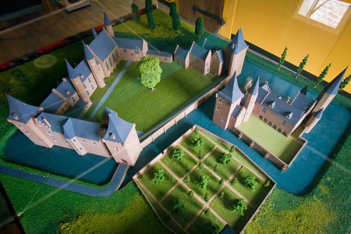 Een maquette van het voormalige kasteel in Sint-Maartensdijk.