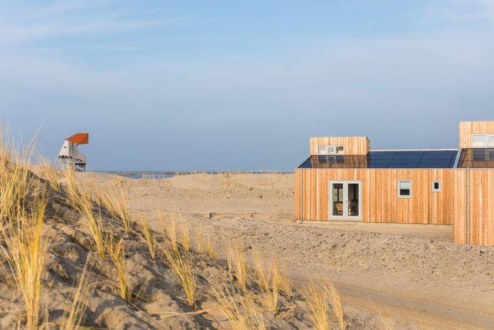 De zomerhuisjes van Landal op de Marker Wadden.
