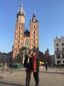 Marieke Pechtold (links) en Laura van Hooft in Krakau waar ze in het kader van een uitwisseling sinds oktober studeren.