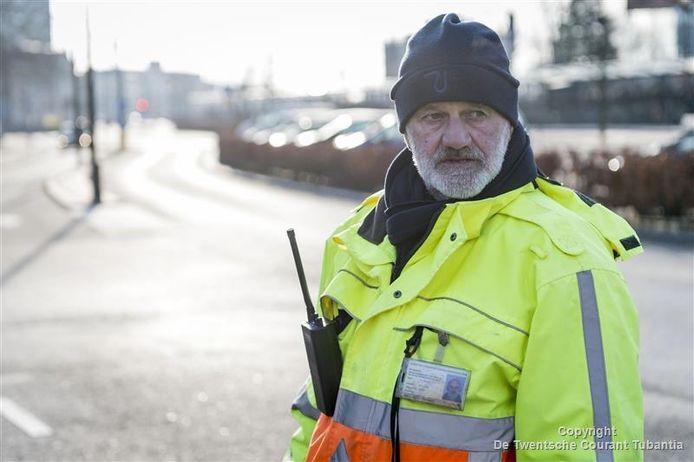 Verkeersregelaar Henk Bennink: mensen in Almelo zijn over het algemeen heel vriendelijk.
