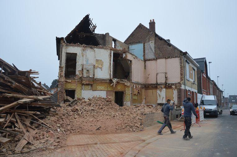 Het voormalige café Madelon in de Dwarsstraat in Ninove wordt afgebroken.