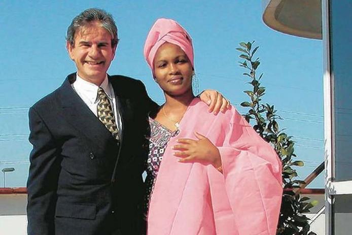 Tob Cohen met zijn Keniaanse echtgenote.