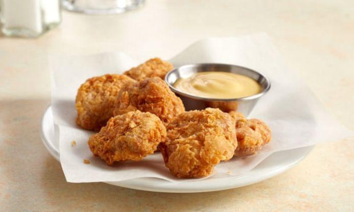De 'chicken bites' van de Amerikaanse startup Eat Just werden voor verkoop goedgekeurd in Singapore.