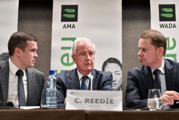 WADA-voorzitter Craig Reedie maakt op een persconferentie in Lausanne de straf voor Rusland bekend.