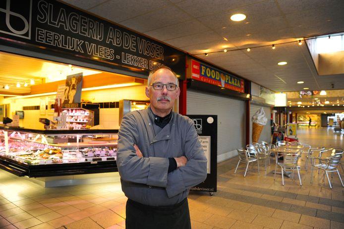 Ab de Visser, slager en voorzitter van de Vereniging Van Eigenaren in Winkelcentrum Dauwendaele.