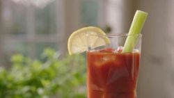 Inspiratie voor een alcoholvrije cocktail: de Bloody Mary mocktail. Santé!