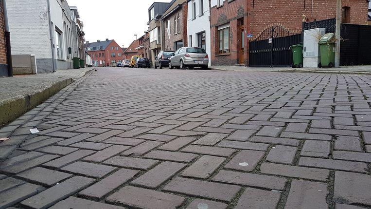 De klinkers van de Gustaaf Segersstraat veroorzaken heel wat trillingen.