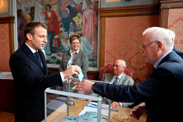 Le président Macron votant dimanche au Touquet