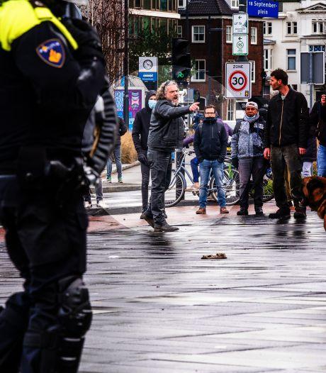Nieuws gemist? Marcel uit Nunspeet smijt fiets naar de ME en dodelijke brand in Wilp. Dit en meer in jouw overzicht