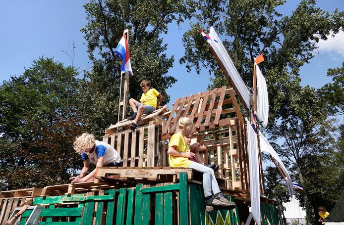 Beproefd recept tijdens de zomervakantie: hutten bouwen tijdens de kindervakantieweek.