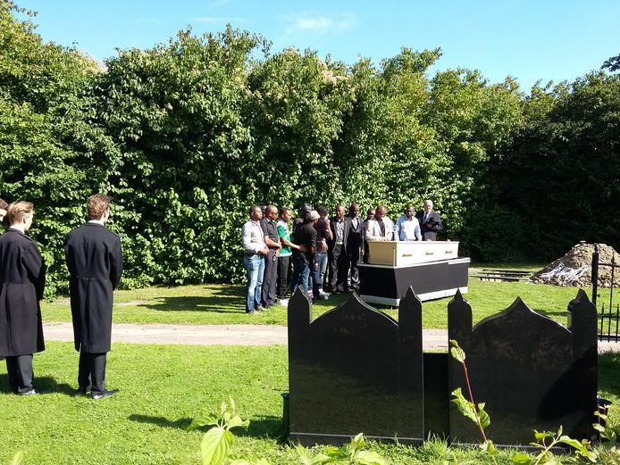 De begrafenis van Umaru Sesay.