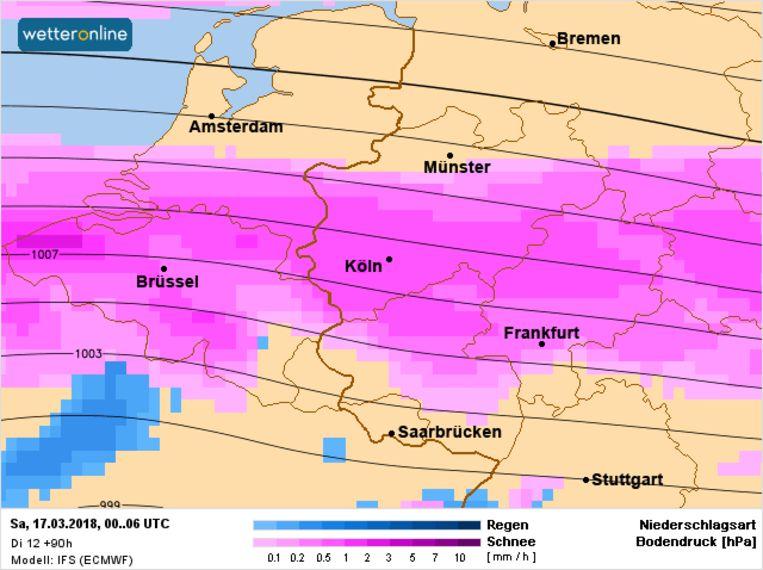 Op zaterdag kan er vooral voor de middag sneeuw vallen. De gebieden in het noorden van België (Vlaanderen) en het zuiden van Nederland hebben de beste papieren voor wat sneeuw.