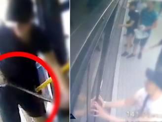 Met machete en pepperspray gaan Poolse hooligans bus en passagiers te lijf