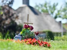 Verkeersslachtoffers in Twente leven voort op plaats des onheils: opdat we niet vergeten