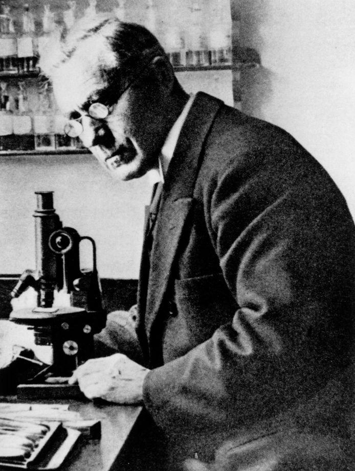 Martinus Willem Beijerinck staat nu bekend als de Vader van de Virologie.