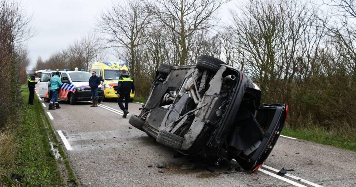 Splinternieuwe Audi A4 gekanteld bij ongeval in Meliskerke.