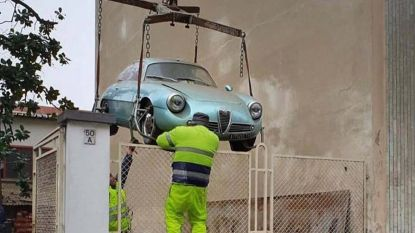 Alfa Romeo staat 25 jaar in kelder omdat lift stuk is. Nu blijkt hij een fortuin waard