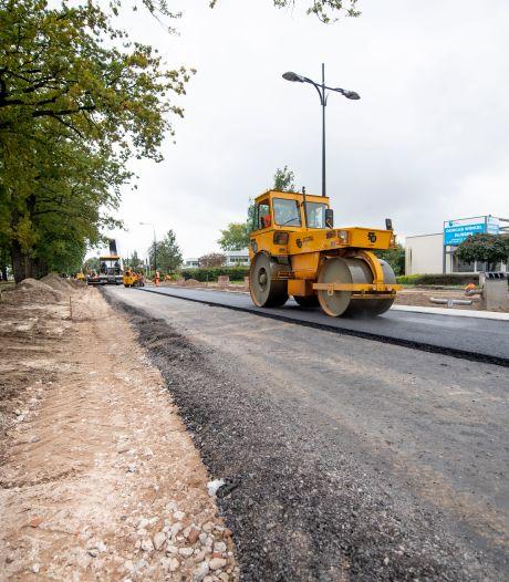 Omleidingen voor verkeer bij asfalteren wegen in Rijssen