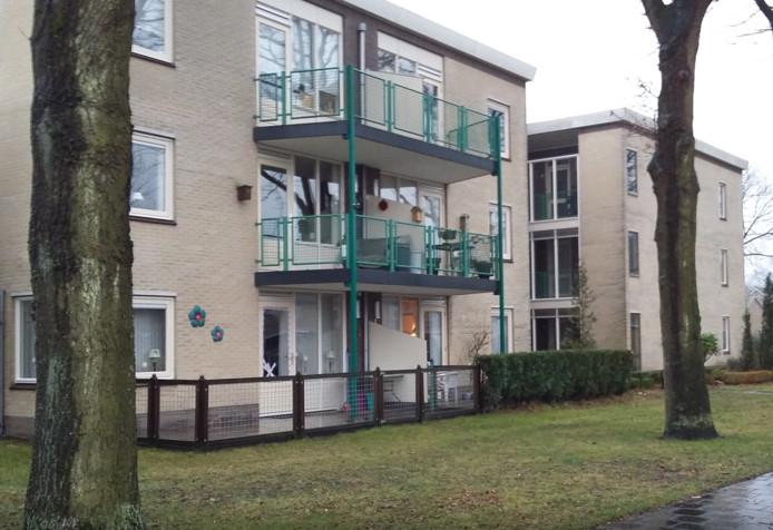 De bewoonster van het appartement linksonder werd in 2017 overvallen.