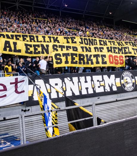 Indrukwekkend eerbetoon Vitesse-supporters voor spoordrama Oss