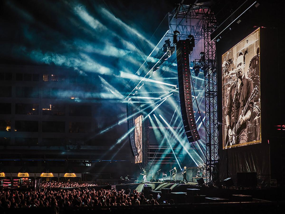 Een orkaan van geluid tijdens een concert van Volbeat op het Ketelhuisplein in Eindhoven. Genomineerd in de categorie Algemeen nieuws. Foto: Cas van der Voorn