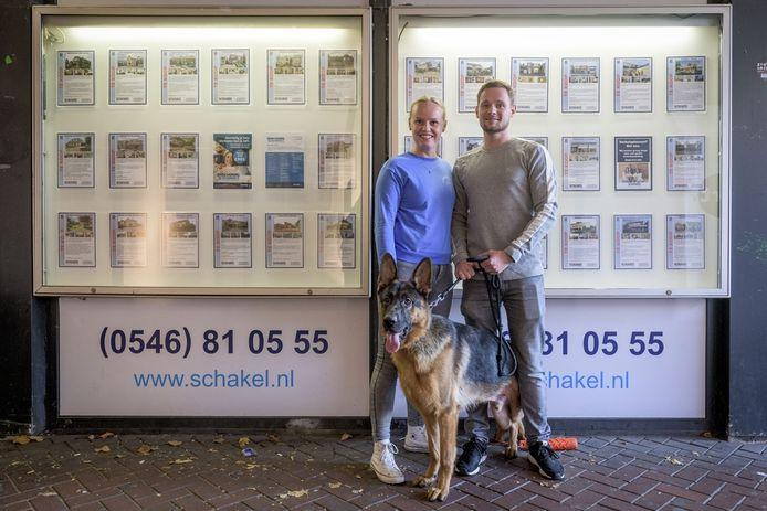 Linde Steenkamp en Jurgen van der Veen en hond Boet willen graag van een appartement naar een huisje met een tuin. Maar dat valt niet mee.