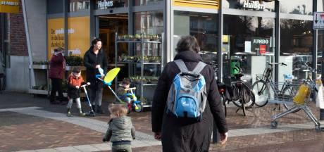 Zelfs in het kleine Veenendaal vlogen maandagavond de bakstenen door de lucht: 'Is dit ons Nederland?'