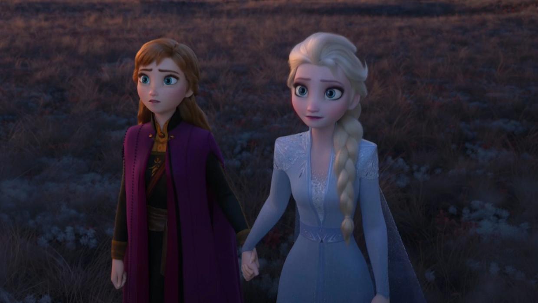 IJsprinses Elsa in Frozen 2, met haar zus Anna.
