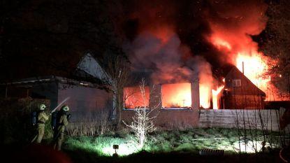 Zware brand legt frituur volledig in de as: ook achterliggend eetcafé verwoest