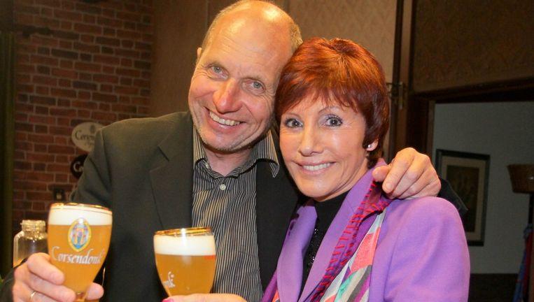 Jacky Lafon met haar tv-broer Jef De Smedt bij de viering van 20 jaar Familie.
