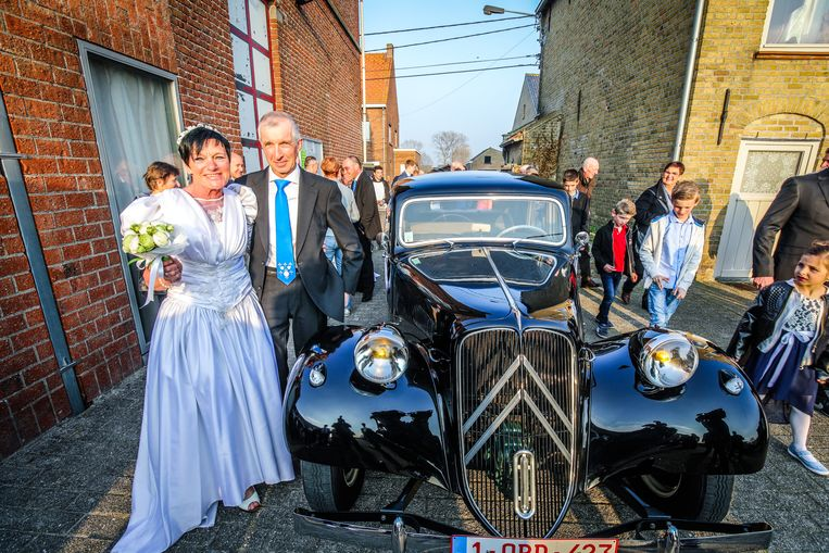 Patrick Willaert (61) en Monique Debacker (57) kwamen aantuffen met een klassieke Citroën Traction Avant.