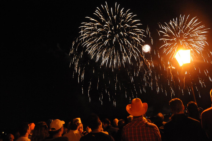 Op het drierivierenpunt houdt Dordrecht aan het einde van koningsdag altijd al een vuurwerkshow.