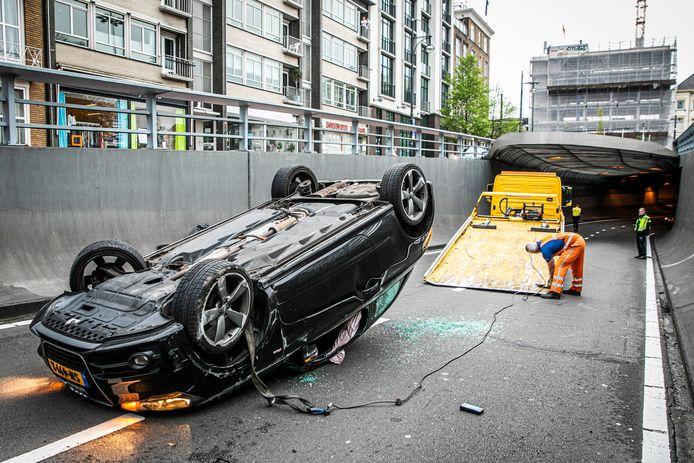 April 2020, weer een crash in de Willemstunnel in Arnhem. Een vrouw belandt met haar auto op de kop. Ze raakte niet gewond.