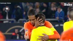 """Speler troost ref die tijdens match moeder verloor: """"Er is geen goed moment om slecht nieuws te melden"""""""