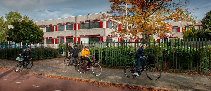 In plaats van samen met het Rosmalense Rodenborch-College naar een nieuw gebouw in De Groote Wielen te verhuizen, houdt het Jeroen Bosch College met ingang van het schooljaar 2022-2023 op te bestaan.
