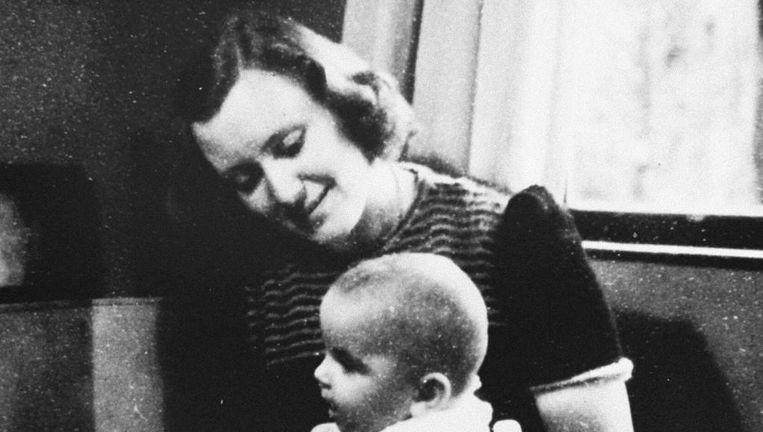 Marion Pritchard met een van de kinderen die ze hielp onderduiken. Beeld Courtesy of Marion Pritchard/U.S. Holocaust Memorial Museum